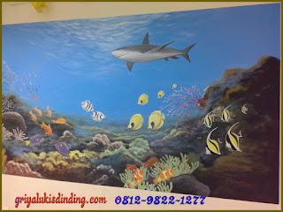 Mural lukis dinding tema pemandangan dalam laut