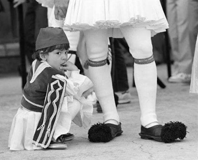Ο αφελληνισμός και ο απύθμενος εξευτελισμός του Έλληνα