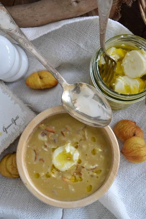 vellutata di zucca e patate con castagne e caprino invecchiato