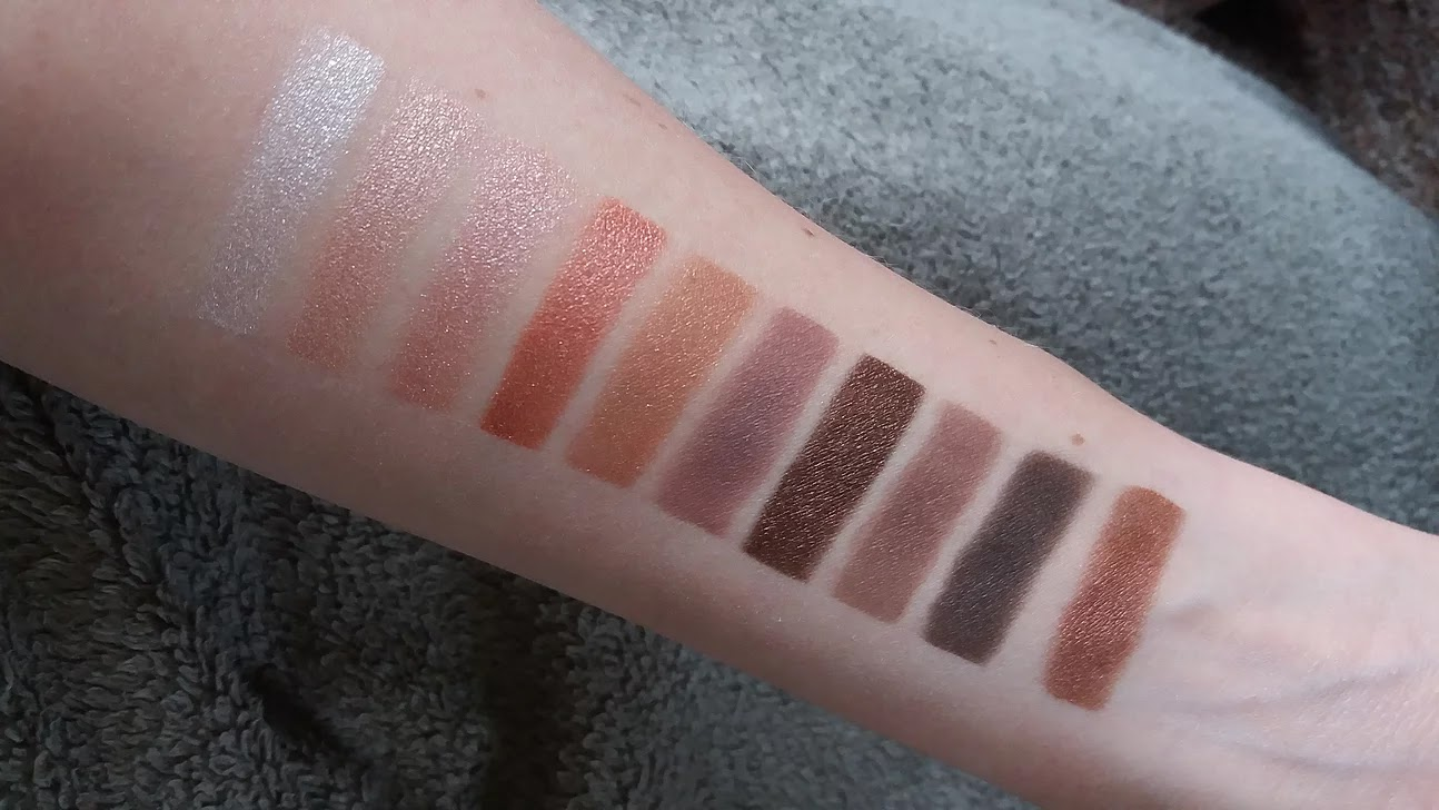 Primark Nudes Eye shadow Palette Swatch