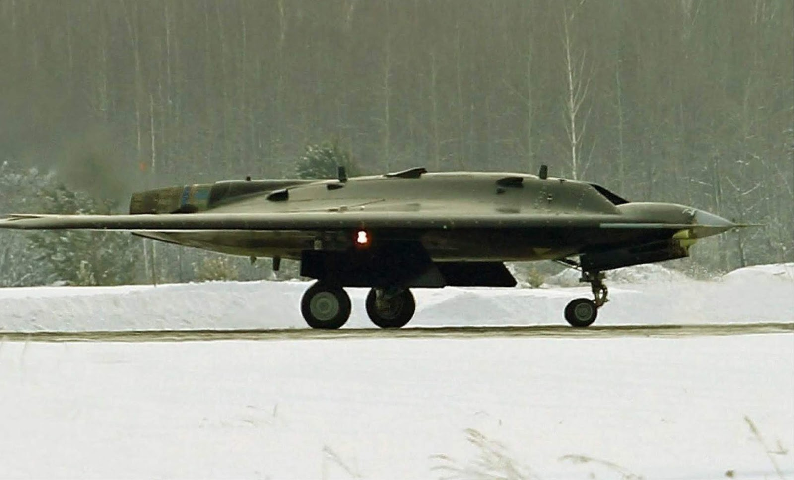 Drone serang Berat Hunter berkecepatan supersonik