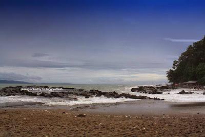 Karang yang menghiasi pantai Karang Hawu