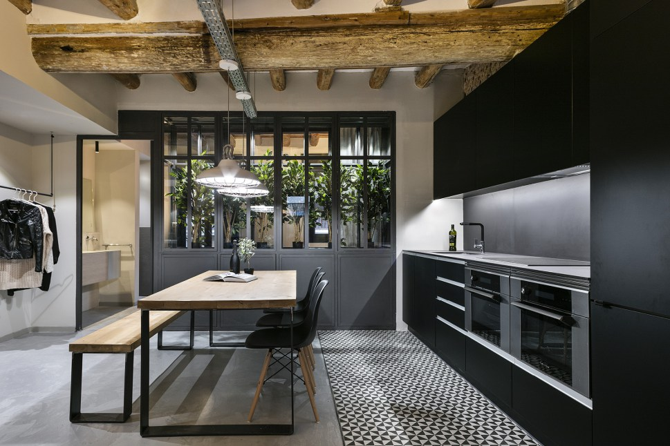 Decordemon new york style loft in barcelona for Estilos de oficinas modernas