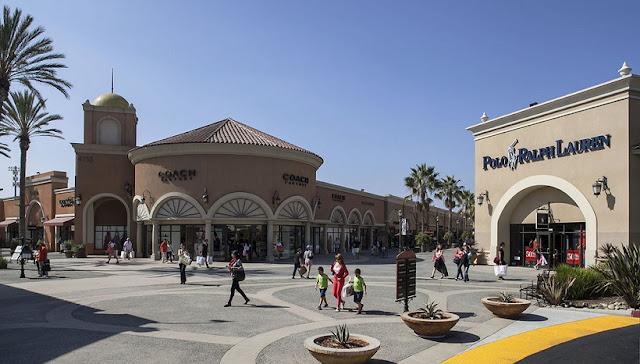 Loja de óculos escuro nos outlets em San Diego