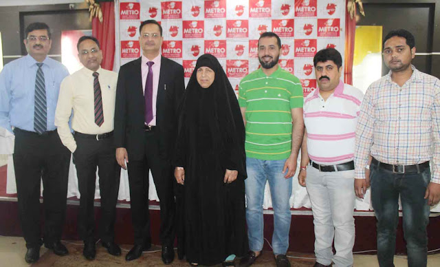 metro-hospital-faridabad-docter-team-with-Iraqi-women-Haseeba-Khalaf