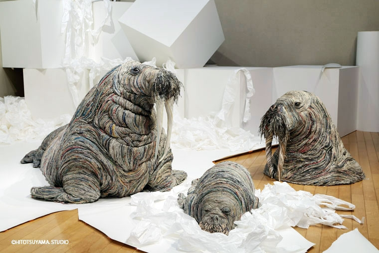 12-Walrus-Hitotsuyama-Studio-Chie-Hitotsuyama-Upcycling-Paper-to-make-Animal-Sculptures-www-designstack-co