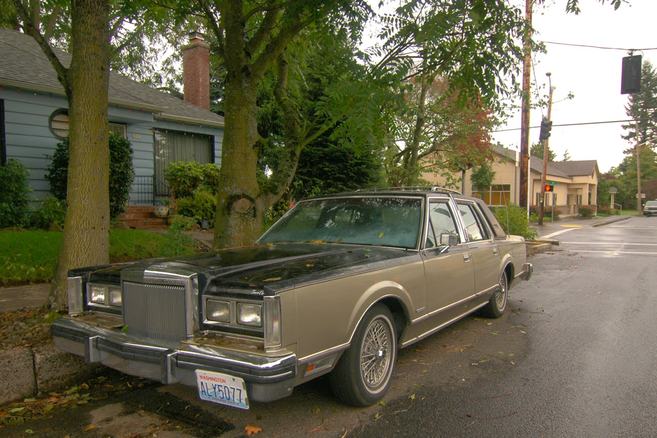Old Parked Cars 1981 Lincoln Town Car Signature Series