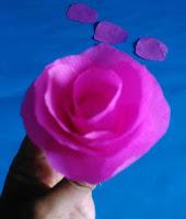 Bentuk Bunga mawar dari kertas krep 1