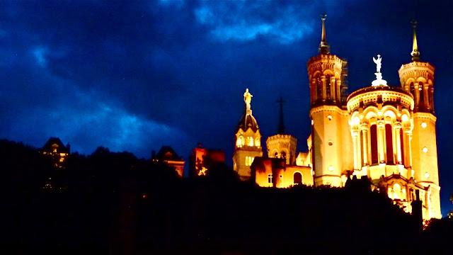 Basílica de noite em Lyon