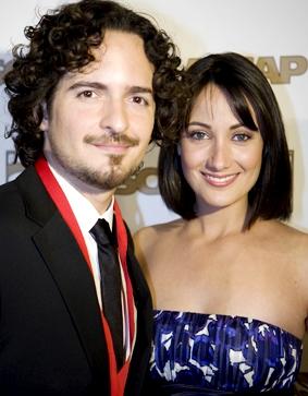 Foto de Karla Monroig feliz junto a Tommy Torres