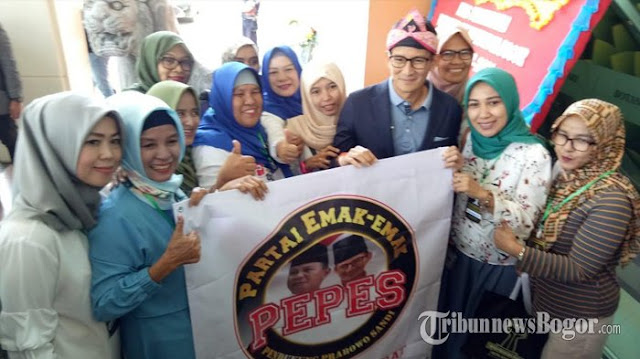 Sandiaga Uno 'Dicegat' Anggota Partai Emak-Emak di Mal, Sampaikan Keluhan Ini