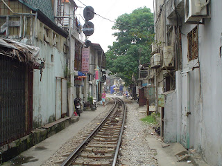 Hanoi Vietnam fotos vias del tren