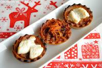 Tartaletas de cebolla caramelizada con queso de cabra gratinadas