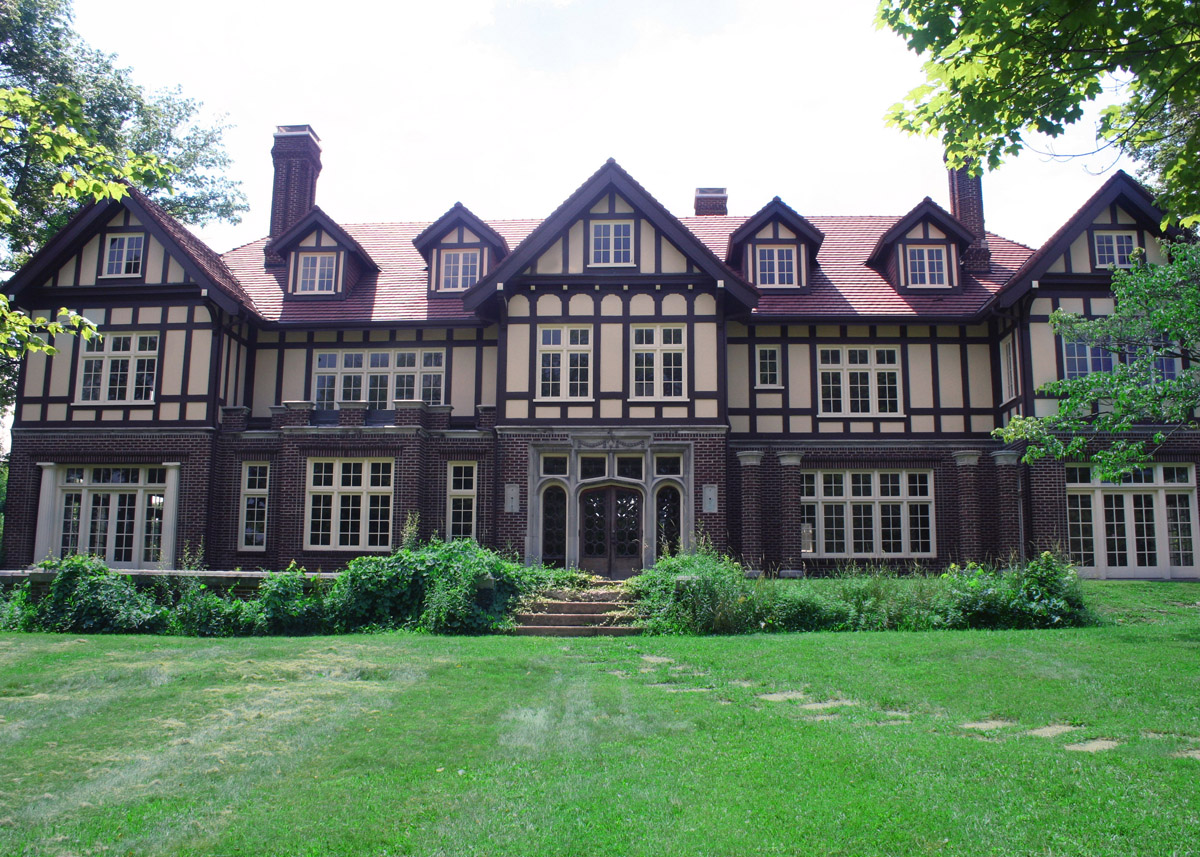 My two cents i 39 m all about tudor style houses for Tudor style homes for sale