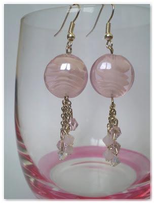 boucles d'oreilles pendantes rose clair