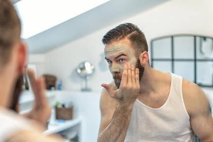 Tips Memilih Pembersih Wajah untuk Pria Dewasa