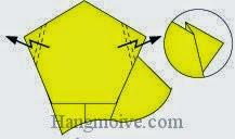 Bước 9: Gấp gấp khúc (gấp kiểu chữ Z) hai góc giấy.