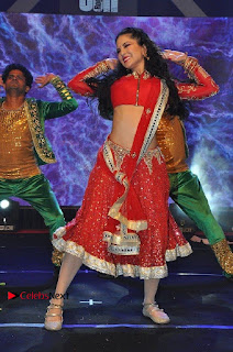 Bollywood Actress Model Sunny Leone Dance Performance in Red Half Saree at Rogue Audio Launch 13 March 2017  0067.jpg