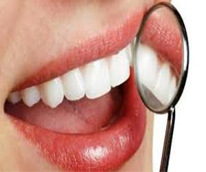 Semakin tambah renta gigi pun mengalami penurunan kekuatannya Cara Mengatasi Gigi Palsu Tiruan Yang Longgar