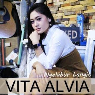 Lagu ini masih berupa single yang didistribusikan oleh label Khatulistiwa Record Lirik Lagu Vita Alvia - Ngelabur Langit