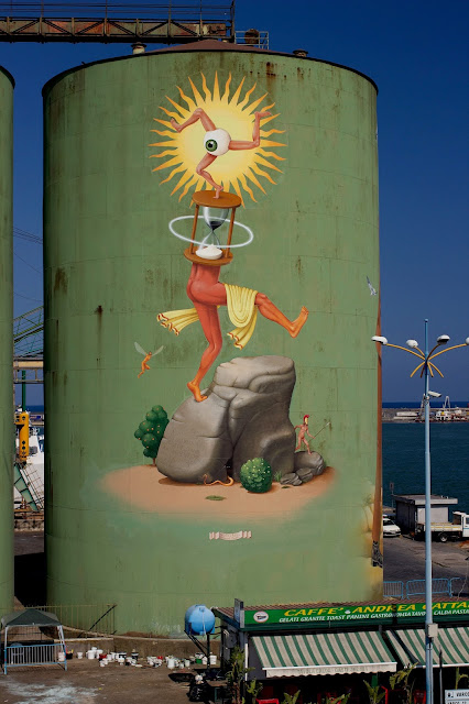 After showing you AEC's piece a few days ago, it's time to share what the other half of Interesni Kazki WAONE has cooked up in Catania, Sicily.