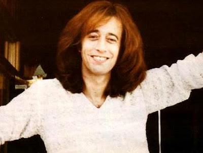 Foto de Robin Gibb con cabello largo