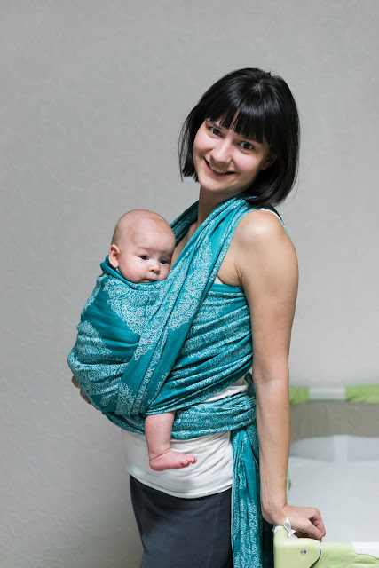 "Ребёнок 3 месяца в слинге - намотка ""крест над карманом""."