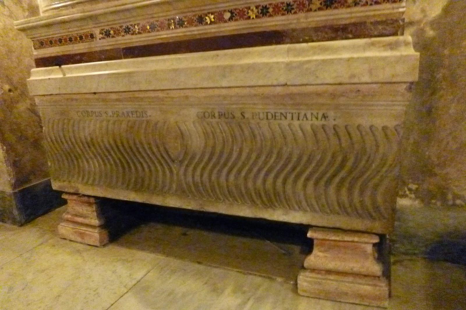 Igreja de Roma Santa Prassede, sarcófago romano