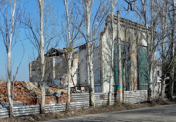 Слов'янськ. Донецька область. Руїни арматурно-ізоляторного заводу