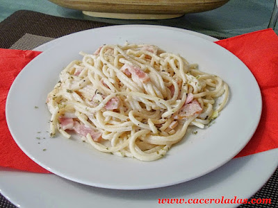 espaguetis a la carbonara con nata