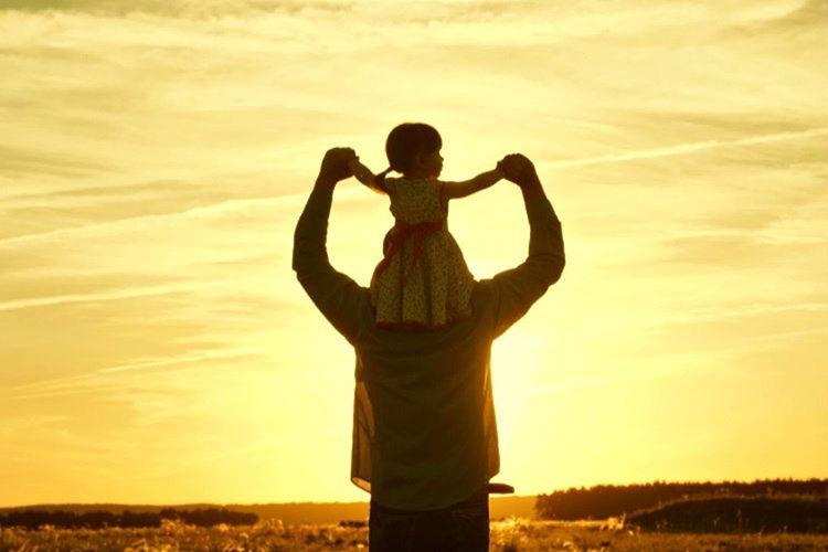 Baba ve çocuk yalnız kaldıklarında çok eğlenceli vakitler geçirebilirler, çünkü babalar oyun oynamasını sever.