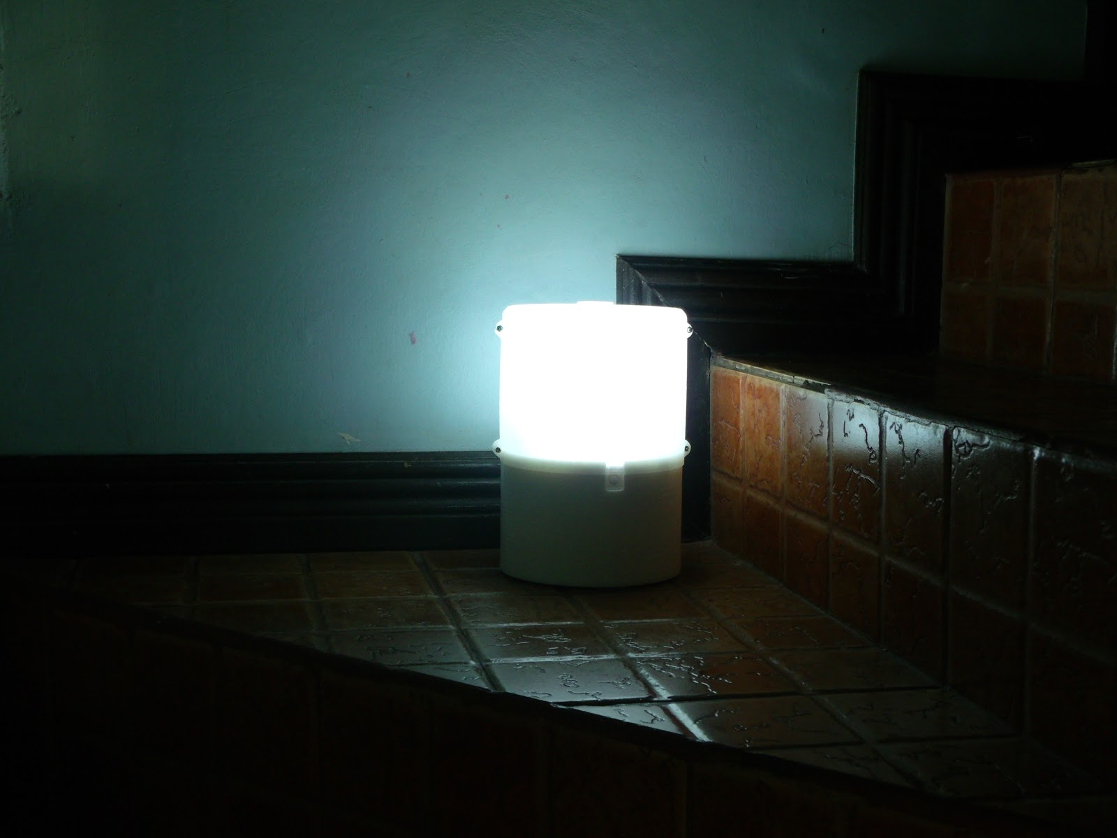 A glass of salt water can light-up an innovative SALt LED lamp for Salt Water Lamp  173lyp