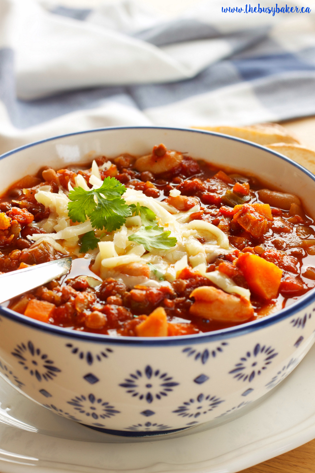 The busy baker crock pot vegetarian chili slow cooker for Crock pot vegetarian recipes healthy