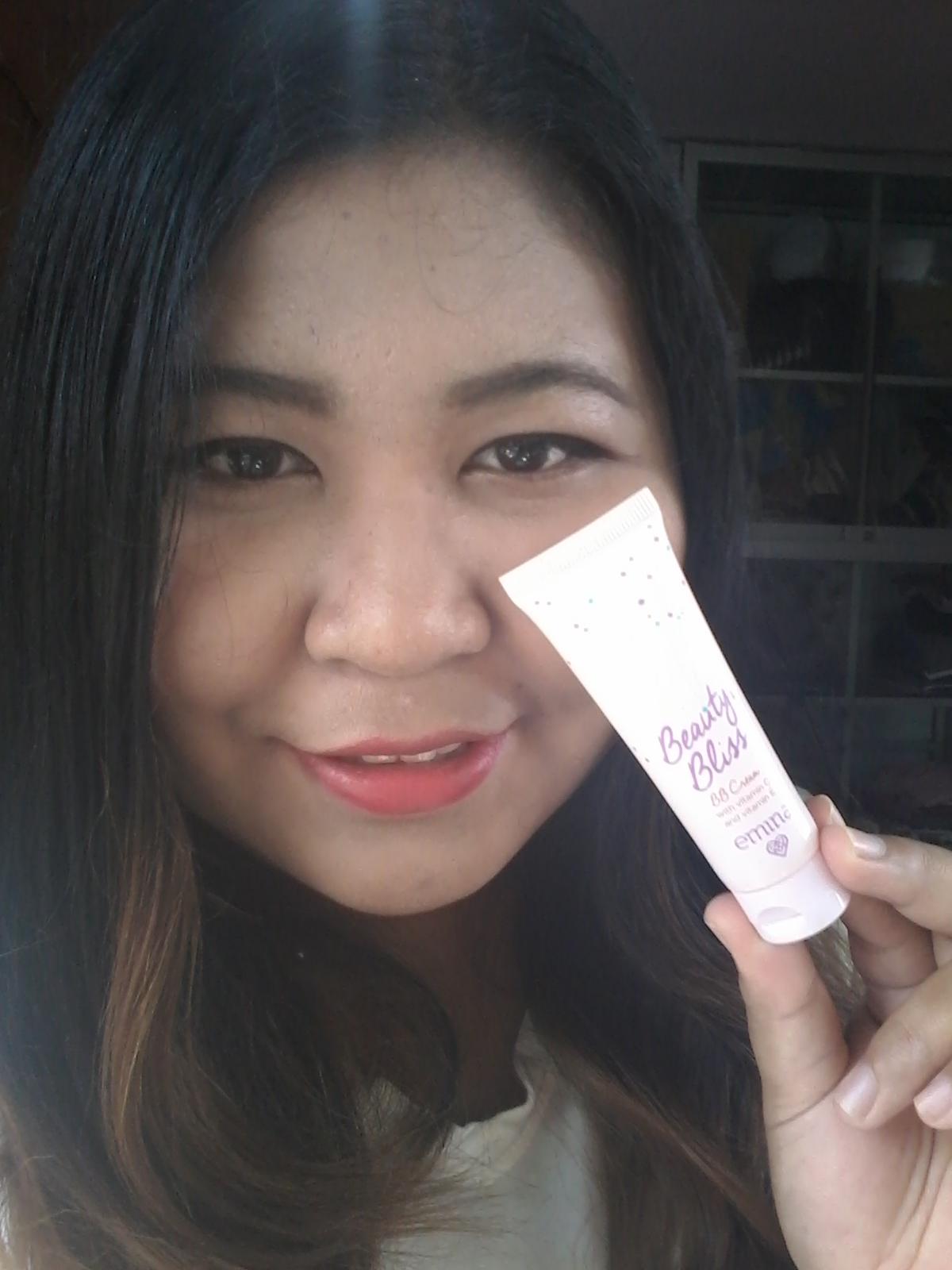 Review Emina Cosmetic Beauty Bliss Bb Cream Vina Says Natural Tapi Setelah Pake Produk Ini Muncul Jerawat Besar Di Dagu Jadi Aku Stop Takutnya Buat Break Out Eh Ternyata Kedatangan Tamu