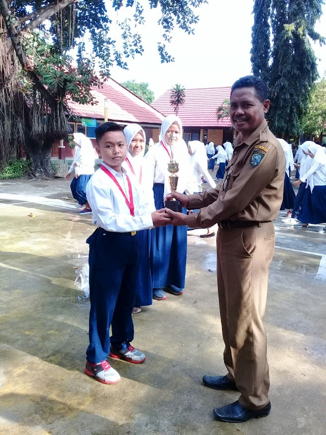 <b>Siswa SMPN-1 Woha Raih Medali Emas di Ajang Kejuaraan Karate Piala Garuda</b>