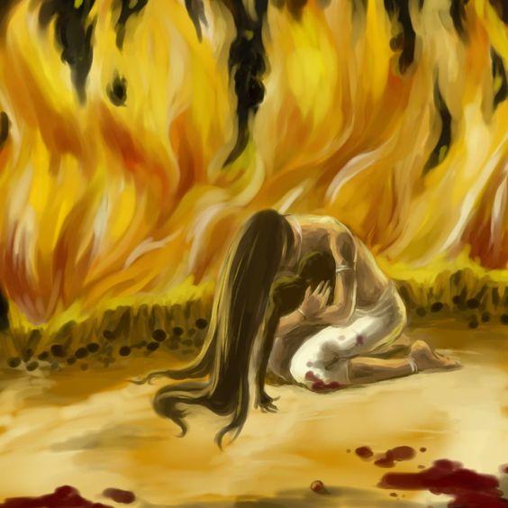 Hinduizmde kocası ölen kadınlar,kocalarının cenaze ateşine atılır.Bunu reddedenler ise toplum tarafından dışlanırlar.