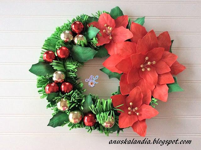 Corona-navideña-con-poinsettias-o-flor-de-pascua-hecha-de-goma-eva-o-foamy-Anuskalandia