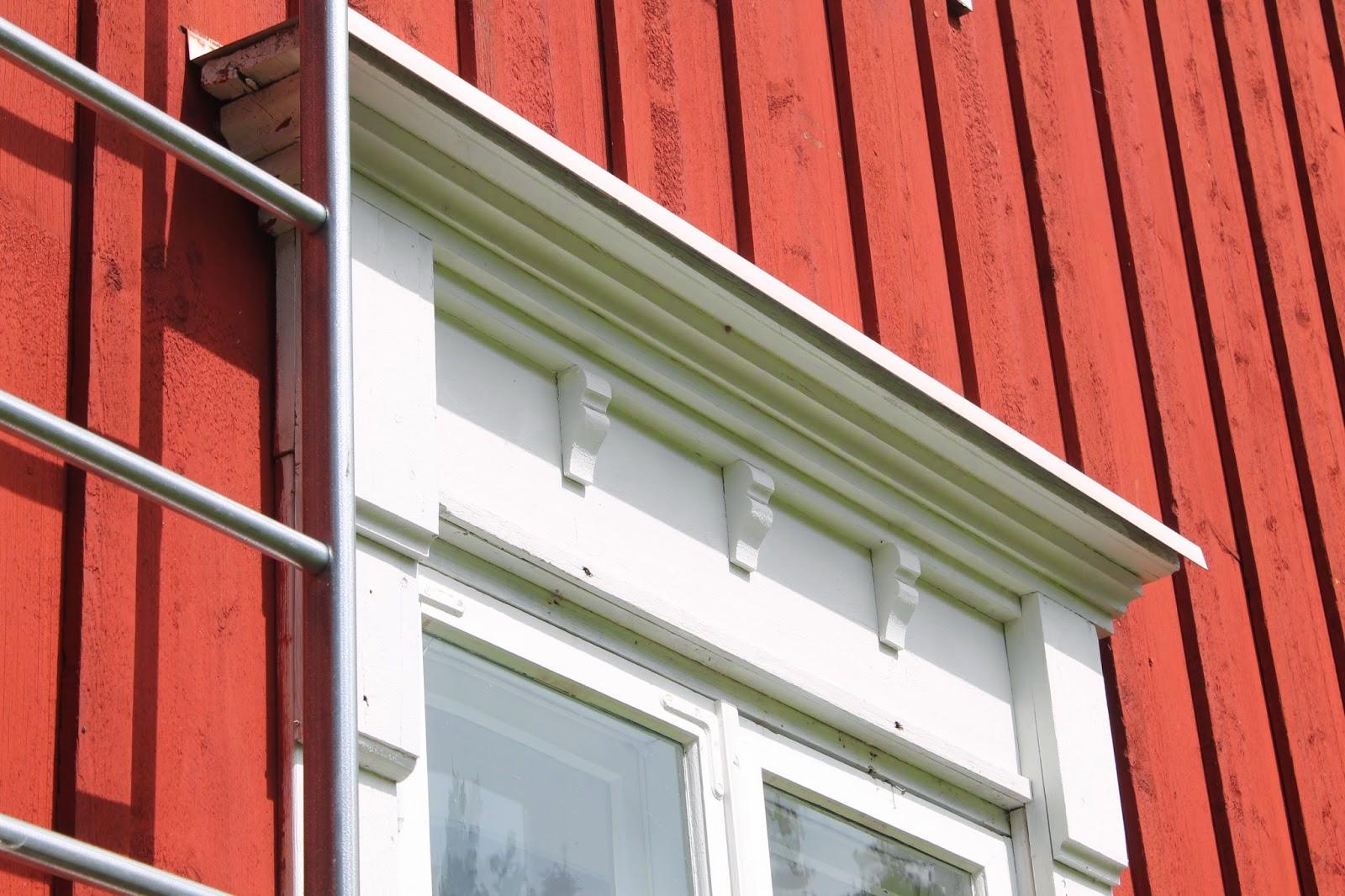 Italianpunainen paritupa: Ovia, kuistin ikkuna ja inspiraatiotalo