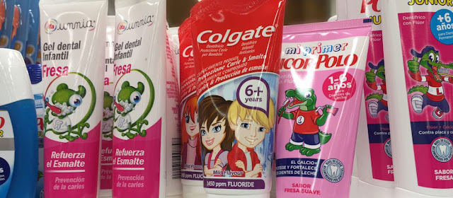 La importancia de escoger una pasta de dientes adecuada para la higiene dental de los niños