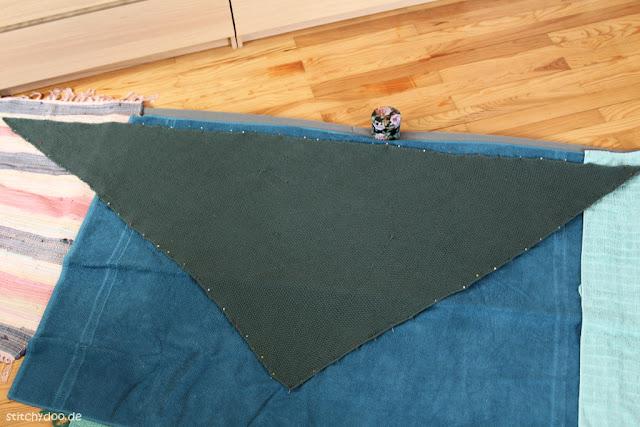 stitchydoo: Dreieckstuch mit Perlmuster stricken - Tuch spannen