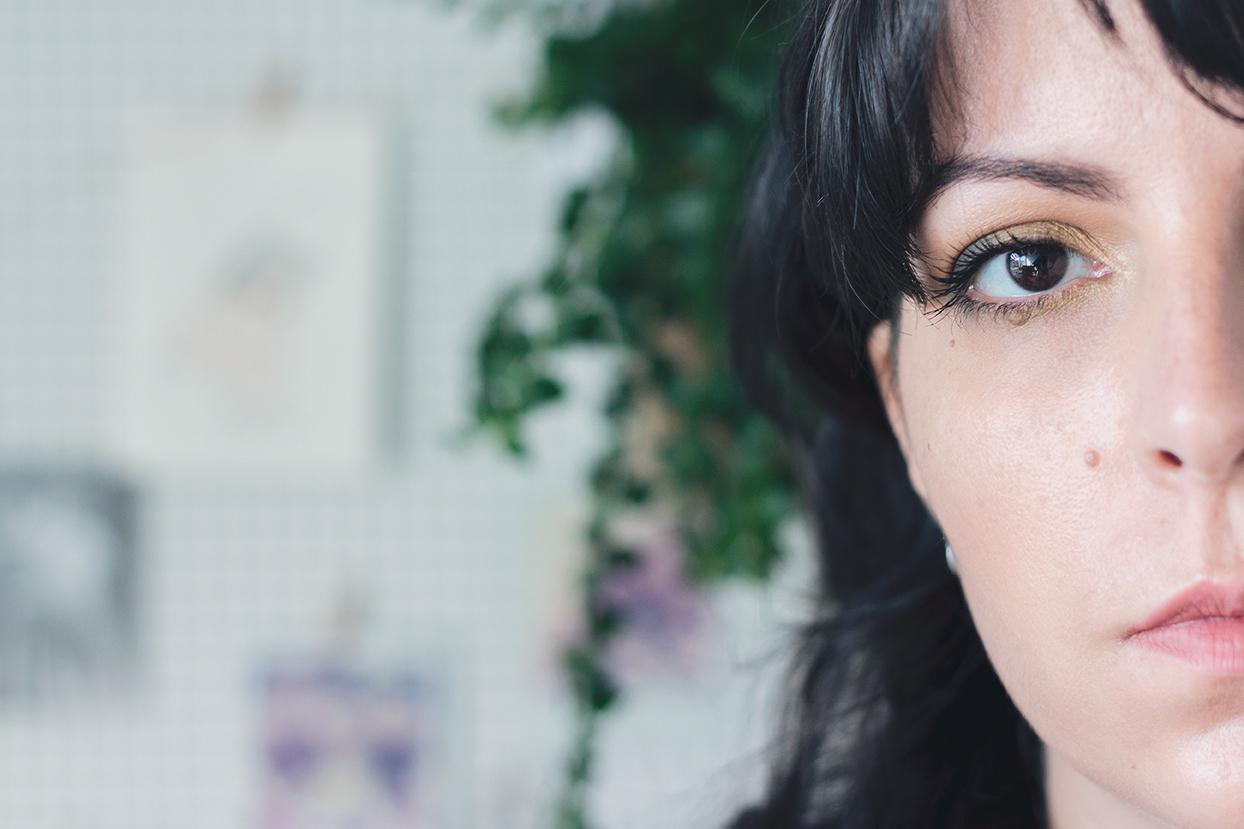 Maquilhagem de olhos usando a paleta Aristo da Zoeva