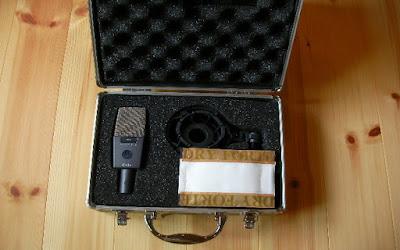 コンデンサーマイク 「AKG c414」のケースに乾燥材を入れて保存