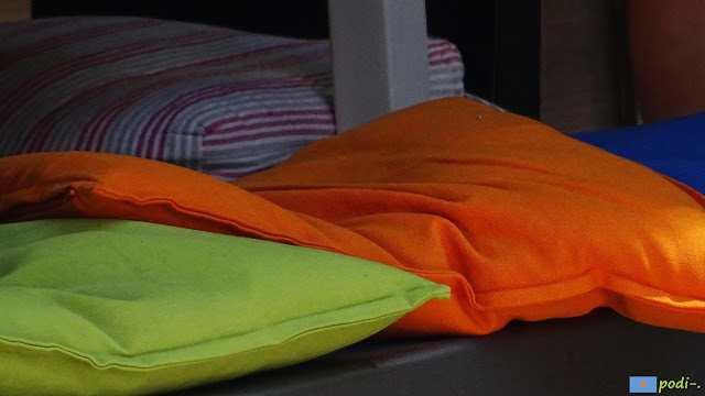 cojines naranja verde