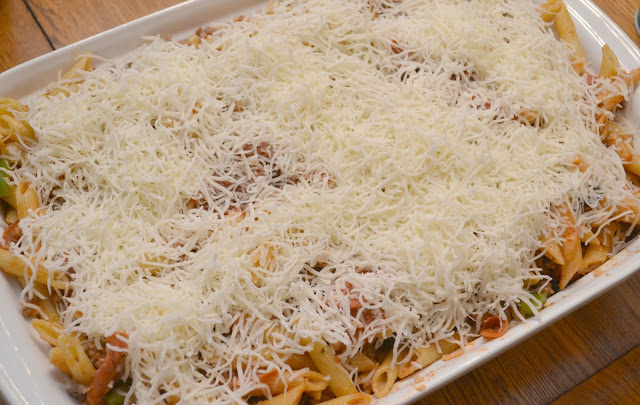 Pizza Casserole - One Dish Meal, pizza casserole, family one dish meals, easy family dinners, one dish meals, casserole recipes, kid friendly casserole recipes