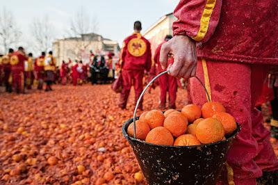 Карнавал 2018 года в Ивреа и битва апельсинов: уникальное историческое событие