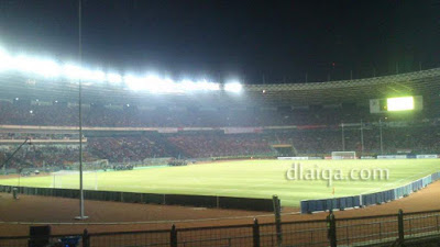 saat kami masuk ke dalam stadion ternyata sudah ramai