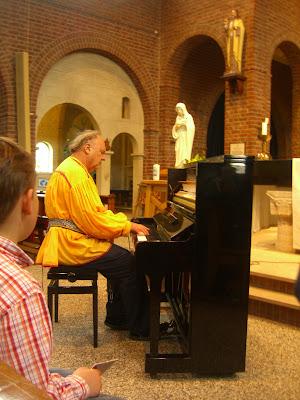 Pianist Romayne Wheeler speelt in Veenendaal in de kerk.