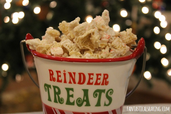 Reindeer Food #recipe #snack #holiday #Christmas #candycane #chexmix