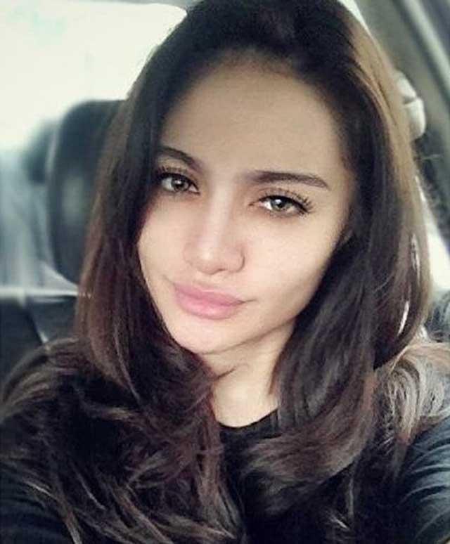 7-artis-wanita-popular-malaysia-yang-cantik-dan-masih-solo-5