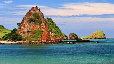 Objek Wisata Pantai putri nyale Lombok